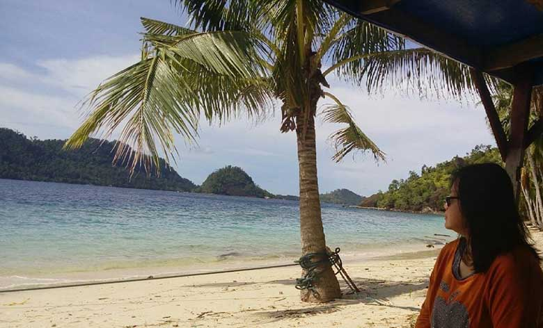 Santai di Pulau Sikuai