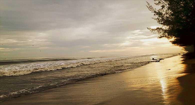 Sunset-Pantai-Pasir-Jambak