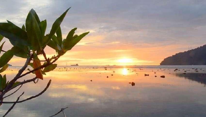 sunset pantai bungus