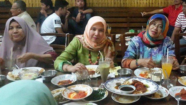 Pengunjung RM Family Benteng Indah
