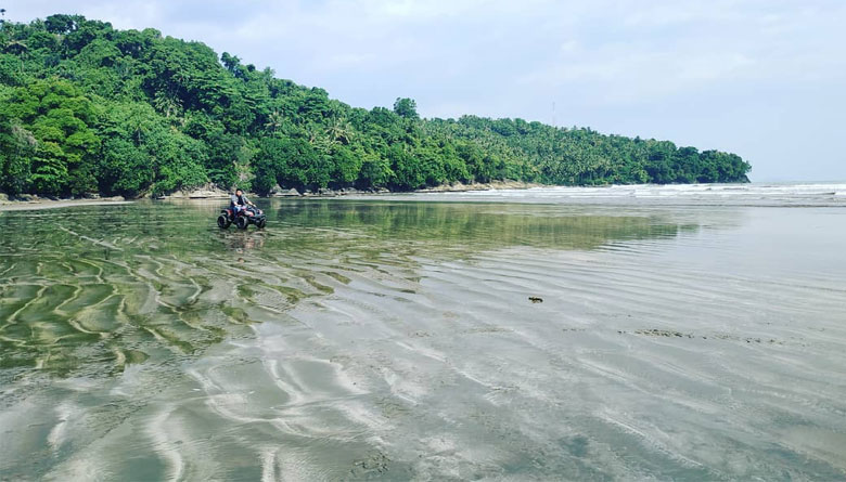 Pantai Air Manis Padang