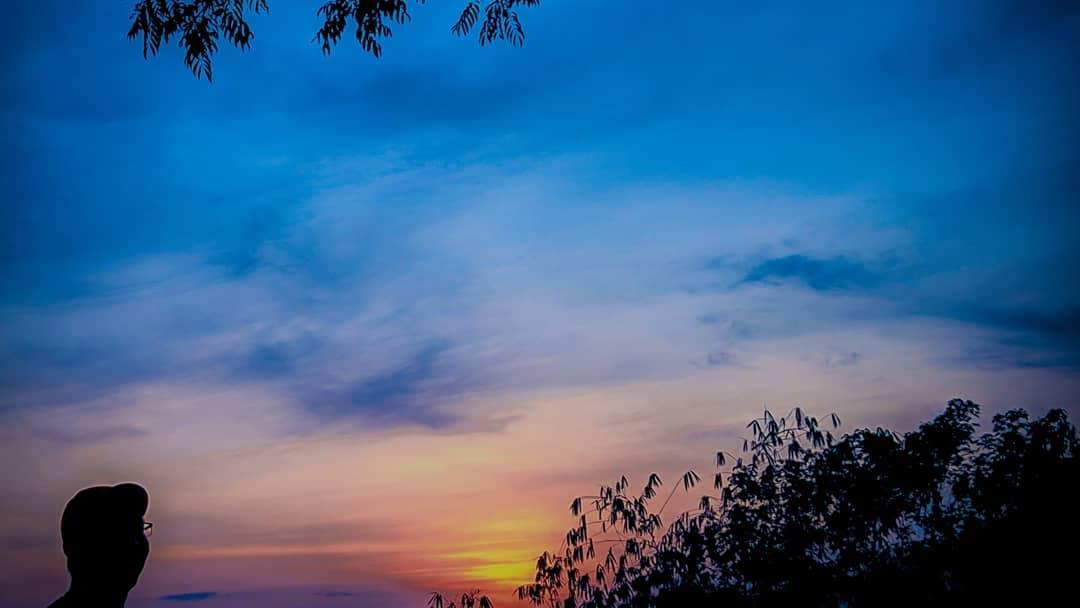 Titik Pandang Senja di Gunung Padang