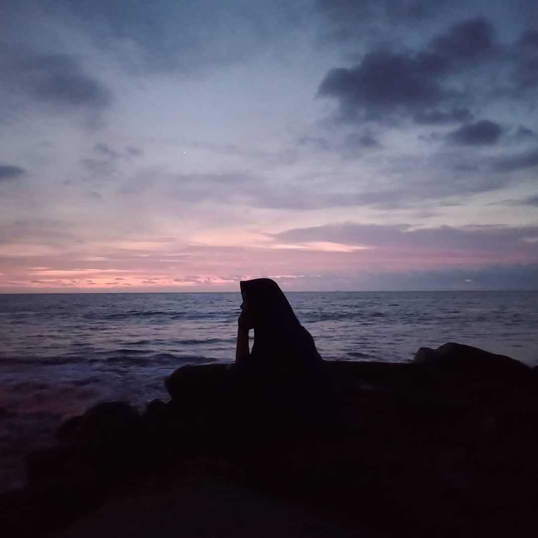 Menanti Senja di Pantai Padang