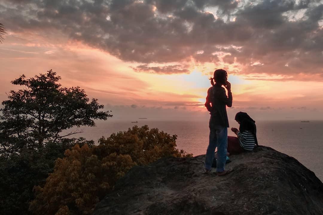 Pesona Senja di Teluk Bayur