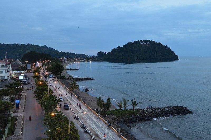 Gunung Padang, pemandangan dari arah pantai