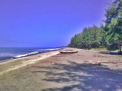keindahan dan keistimewaan pantai arta