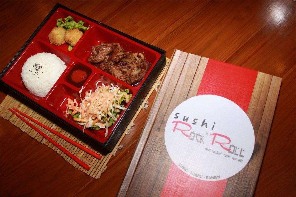 restoran sushi rock n roll di padang