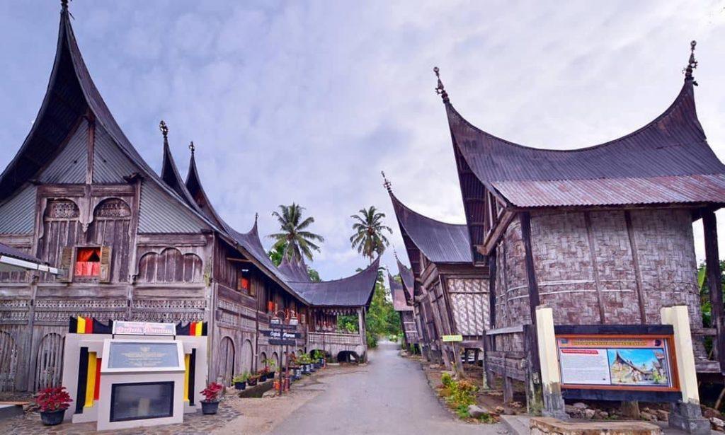 rumah adat tradisional minang